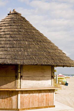 空のビーチでタケおよびわら小屋 写真素材