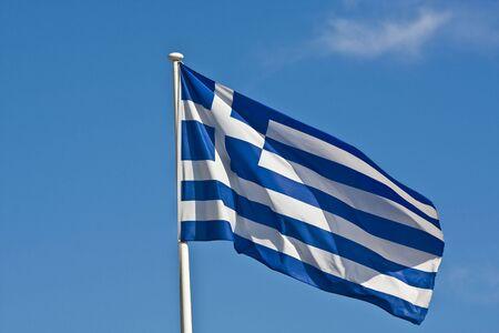 Die griechische Flagge im Wind vor blauem Himmel Standard-Bild - 5414484