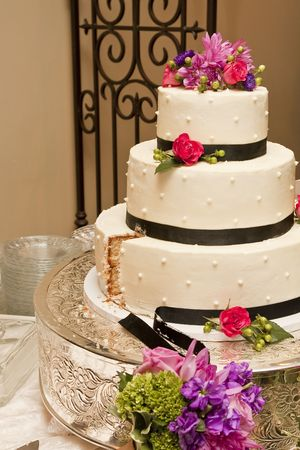 The wedding cake after the first slice is cut