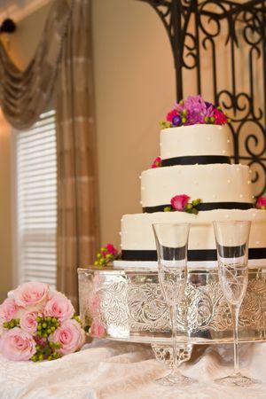 The wedding cake before the ceremony Standard-Bild