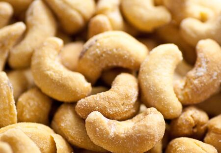 Closeup of salty roasted cashews ready to eat Imagens