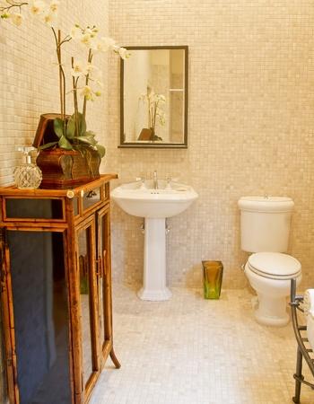 Tile bathroom with custom decorating Foto de archivo