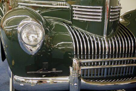古い緑夫婦クローム グリルとバンパーの前面
