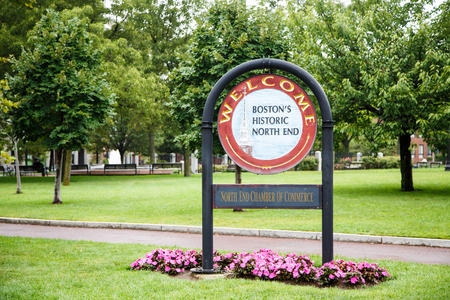 end of the trail: Welcome sign in Boston Park in the North End Stock Photo