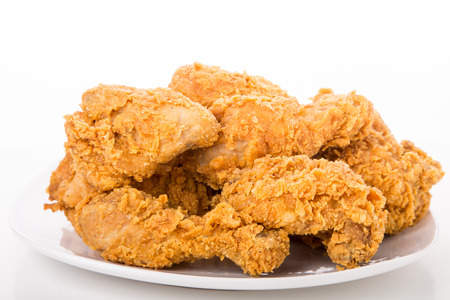 A white plate with fresh, crispy fried chicken 스톡 콘텐츠