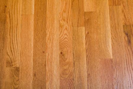 Un piso de madera brillante, pulido para el fondo o la textura Foto de archivo - 34038601