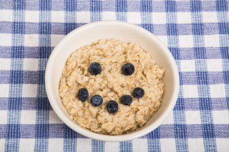 cara sonriente: A bowl of hot, fresh cooked oatmeal