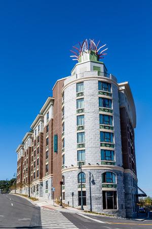 many windows: A modern brick and stone hotel with many windows in Savannah