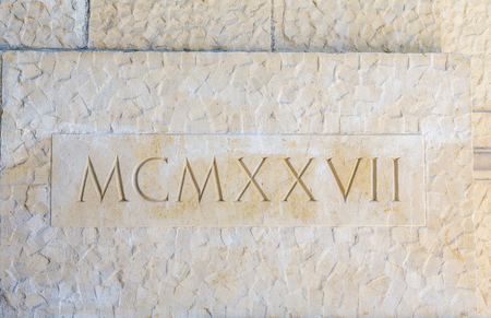 numeros romanos: Diecinueve Veintisiete en los números romanos en piedra Foto de archivo