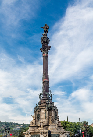 colom: The statue of Columbus at the foot of La Rambla in Barcelona, Spain