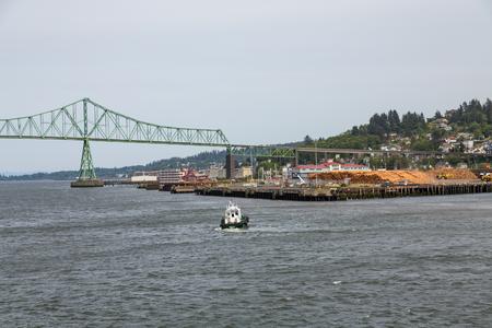 Tugboat: Tugboat Toward Astoria Oregon