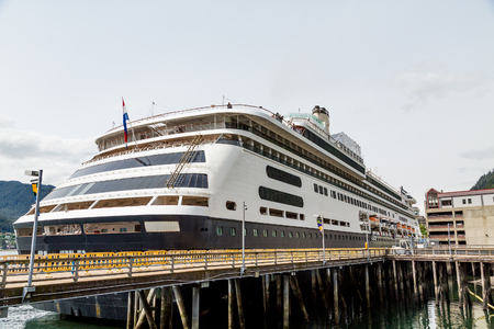 A massive luxury cruise ship docked in a harbor in Alaska Imagens