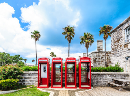 Old classic British red phone booths in Bermuda Banque d'images - 101417248