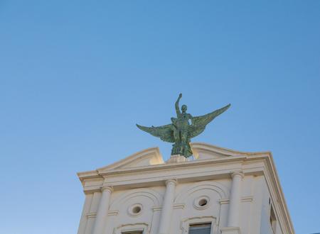 カディス、スペインで翼のある人魚の像