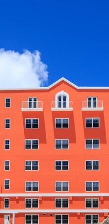 Orange Building on Blue Sky Zdjęcie Seryjne