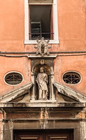 Old Statue in Alcove in Venice Zdjęcie Seryjne