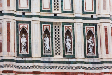 Four Statues on Church in Florence Stockfoto