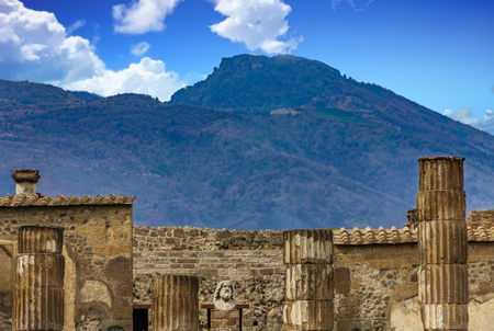 Ruins of Pompeii with Vesuvius in Background Foto de archivo - 100217456
