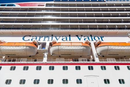 Carnival Valor from Below Standard-Bild - 117945204