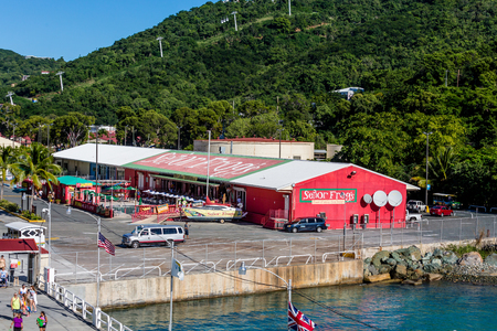 ST THOMAS, USVI - December 8, 2014: Tourism is a major industry in St Thomas. Recovery from the recent hurricanes has become to resume tourism to former levels. 新聞圖片