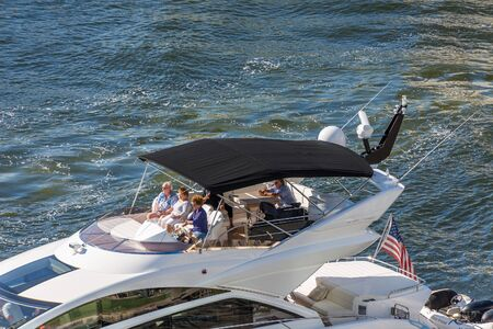 Cruising Deck on Boat Editöryel