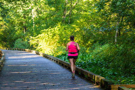 ALPHARETTA, GEORGIA: The Big Creek Greenway is over 20 miles of paved and board fitness trails spanning two counties north of Atlanta. Banco de Imagens