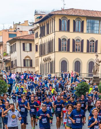 Runners Through Florence Streets Publikacyjne
