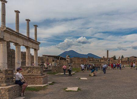 Pompeii with Vesuvius in Background Publikacyjne