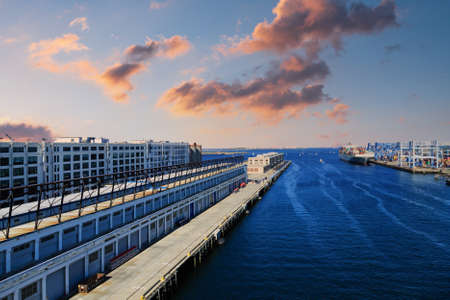 Boston Cruise Harbor Channel at Dusk 版權商用圖片