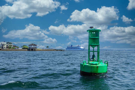 Green Channel Marker and Cruise Ship in Background 版權商用圖片