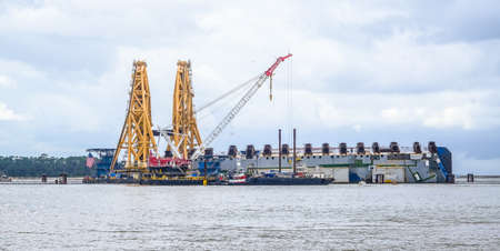 Cutting Cranes on Capsized Golden Ray