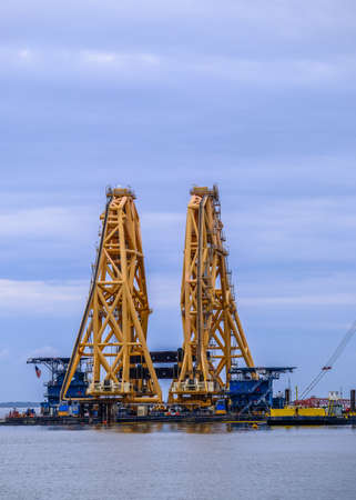 Cranes For Cutting Ships Hull