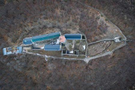 Bezdez Castle is a Gothic castle located some 20 kilometers (12 mi) south of? Esk? L? Pa, in Liberec Region, Northern Bohemia, Czech Republic.
