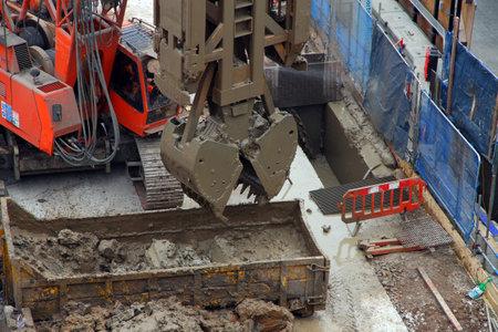 shafts: London England 021211 Bau des Tunnels Wellen f�r die neue Crossrail Zugverbindung an der Bond Street Website.