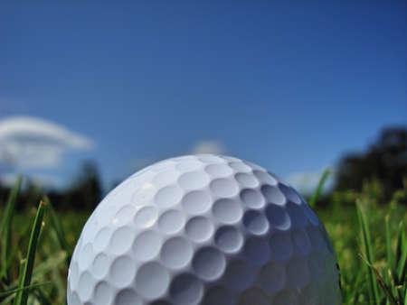 Golf ball: Pelota de golf en espacio abierto Foto de archivo