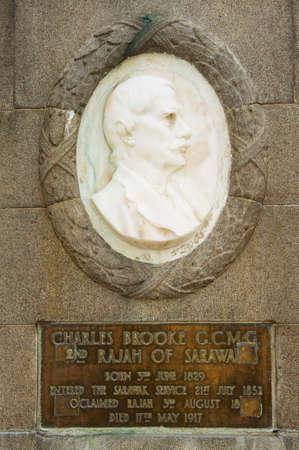 rajah: Kuching, Malasia - agosto 26,2009: Alivio a Carlos Arroyo en Kuching, Malasia. Brit�nico Charles Brooke fue el segundo Rajah del estado de Sarawak 1868-1917.