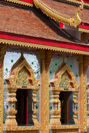 mani: Wat Mani Phraison, Mae Sot, Tak province, Thailand. Outside walls of the temple are covered with thousands of small pieces of glass. Stock Photo