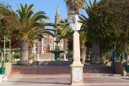 cristobal colon: Arica, Chile - October 20, 2013 : Bust of Cristobal Colon at the central square of the city of Arica in Arica, Chile. Editorial