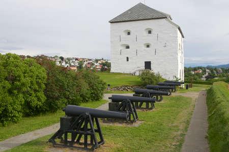 donjon: Trondheim, Norway - June 26, 2013 : Kristiansten Fortress donjon and cannons exterior in Trondheim, Norway. Editorial