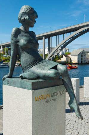 marilyn: Haugesund, Norway - June 05, 2010 : Exterior of the sculpture of Marilyn Monroe in Haugesund, Norway. Her stepfather Editorial