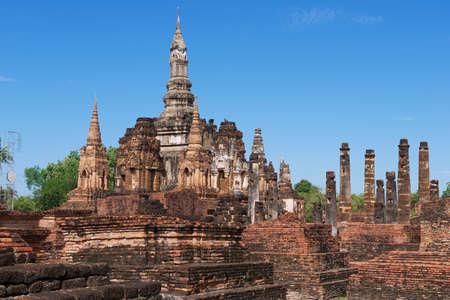 temple thailand: Sukhothai, Thailand - November 11, 2013: View to the ruins of Wat Mahathat in Sukhothai Historical park, Sukhothai, Thailand. Editorial