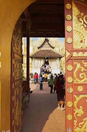 VIENTIANE, LAOS - APRIL 23, 2012: People visit That Luang Stupa in Vientiane, Laos. 報道画像