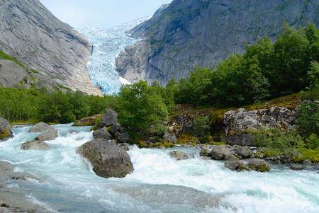 Glaciar Jostedalsbreen, el glaciar más grande de Europa continental en el condado de Sogn og Fjordane, Noruega.
