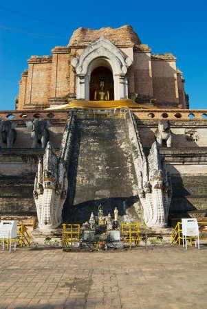 Chiang Mai, Thailand - November 11, 2008: Ruins of the ancient Wat Chedi Luang temple in Chiang Mai, Thailand. 報道画像