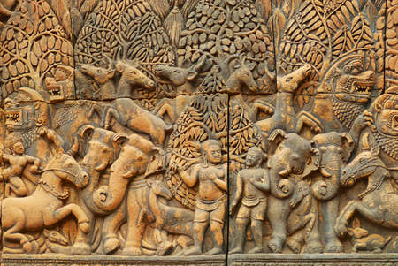 Bas-relief at the wall of the ancient Banteay Srei Temple ruin in Siem Reap, Cambodia. Imagens