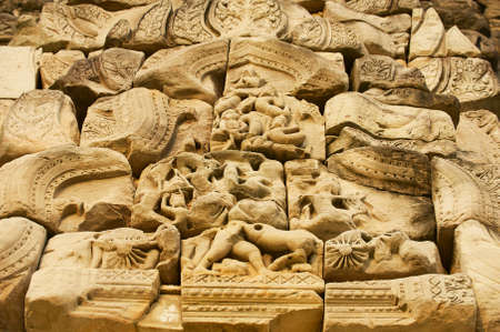Sandstone carving with religious motifs at the ruins of the Hindu temple in Phimai historical park (Prasat Hin Phimai) in Thailand. Archivio Fotografico