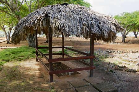Puerto Plata, Dominikanische Republik - 3. November 2012: Ausgegrabenes Grab eines der ersten Bewohner der Siedlung La Isabella in Puerto Plata, Dominikanische Republik. La Isabella wurde 1493 von Christoph Kolumbus gegründet.
