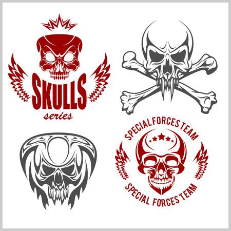 Définir des emblèmes avec des crânes - dessins vectoriels