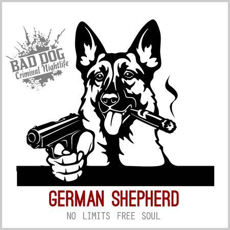 Pastore tedesco con pistole - gangster di pastore tedesco. Testa di pastore tedesco arrabbiato