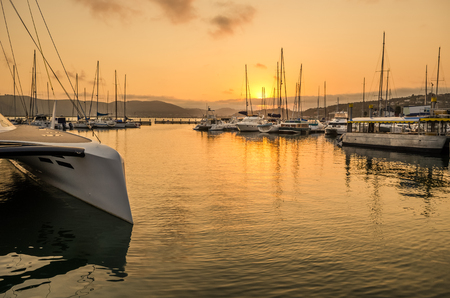 Knysna marina sunset, boats in the harbor. Garden Route, South Africa, Western Cape. Stockfoto